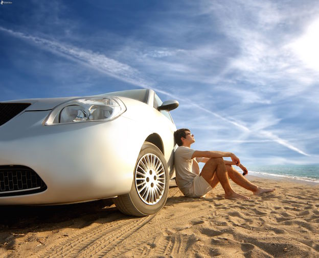 vacation-car-man-rest-beach-sea-sand-contrail-161707